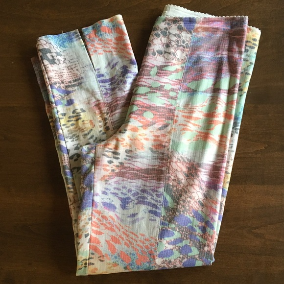 Snappy Turtle Pants - Excellent Condition Stretchy Pastel Pants Spring